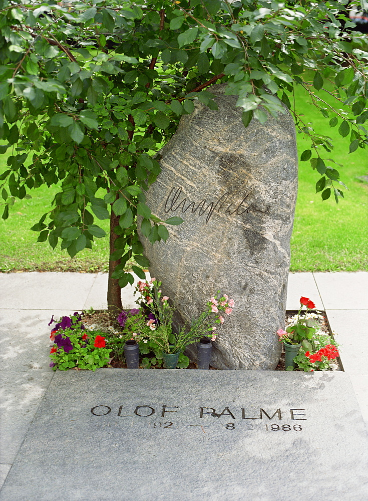 Grave of Olof Palme, Swedish prime minister murdered in 1986, Adolfs Kirke, Stockholm, Sweden, Scandinavia, Europe - 120-2748