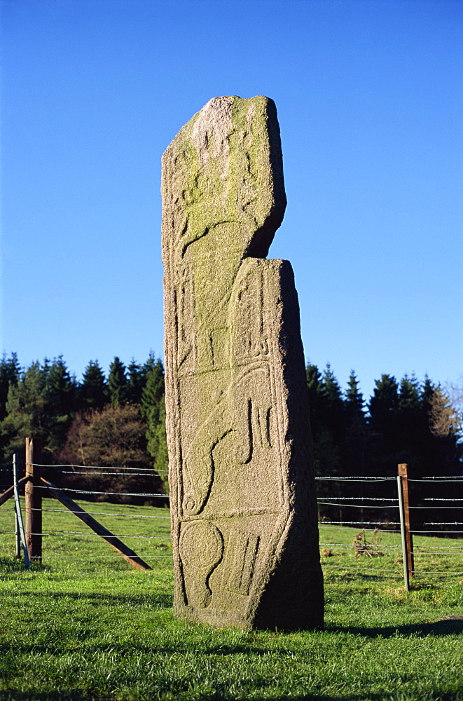 Maiden Stone with Pictish symbols, near Chapel of Garioch, approximately 15 miles northwest of Aberdeen, Grampian Region, Scotland, United Kingdom, Europe