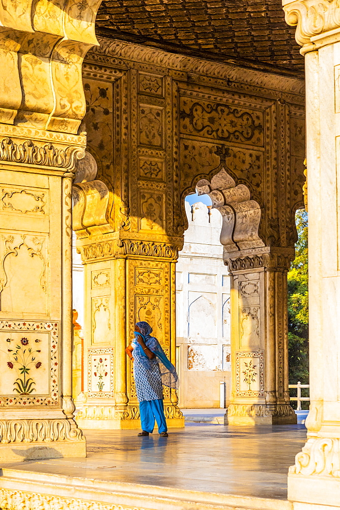 Woman in Khas Mahal in the Red Fort, UNESCO World Heritage Site, Old Delhi, India, Asia