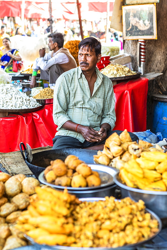 Street food vendor at the Pushkar Camel Fair, Pushkar, Rajasthan, India, Asia