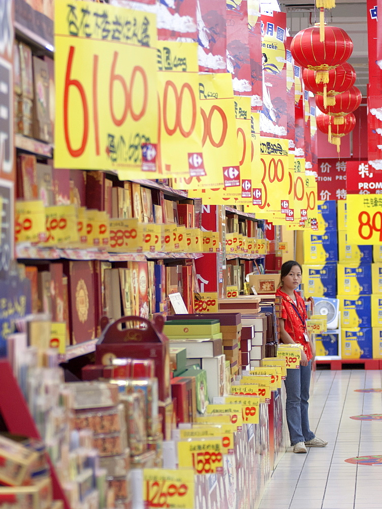 Supermarket worker selling promotions, consumerism in the new China, Shanghai, China, Asia