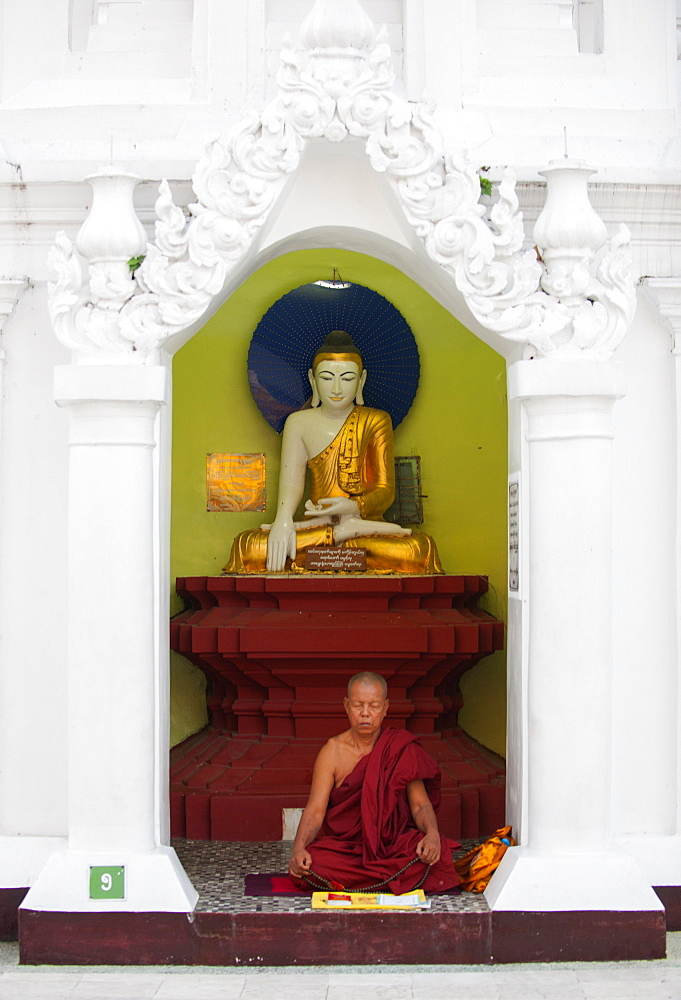 Monk meditating at Shwedagon Pagoda, Yangon (Rangoon), Myanmar (Burma), Asia