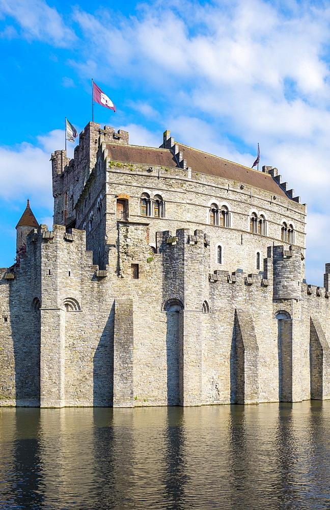 Het Gravensteen castle on the Leie River, Ghent, Flanders (Vlaanderen), Belgium, Europe - 1217-416