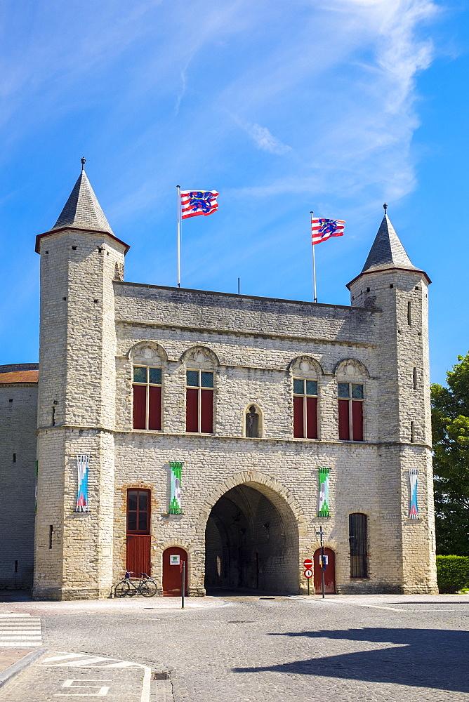Kruispoort gate, former 14th century city gate, Bruges (Brugge), West Flanders (Vlaanderen), Belgium, Europe