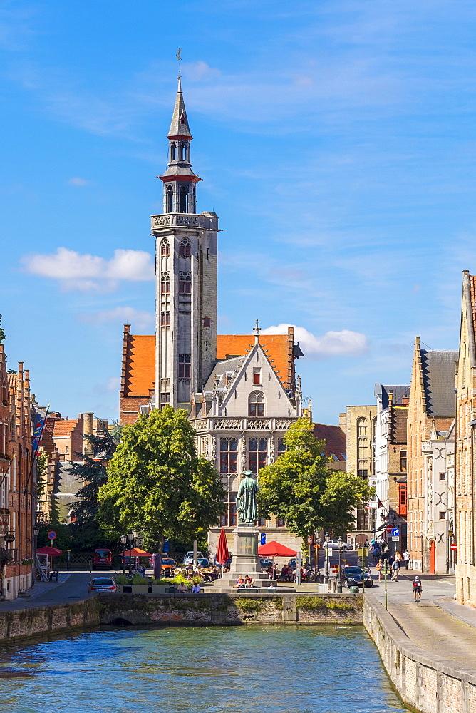 The Burghers' Lodge (Poortersloge) and Jan van Eyckplein on the Spiegelrei (Spinolarei) canal, Bruges, West Flanders, Belgium, Europe - 1217-441