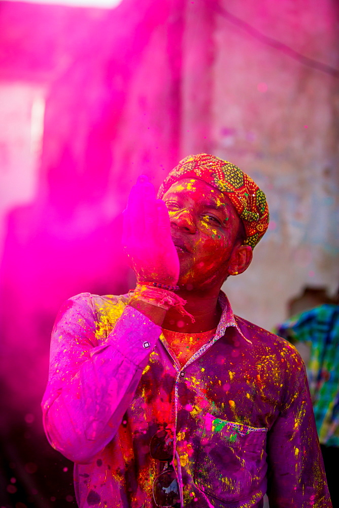 Man throwing colored pigment, Holi Festival, Vrindavan, Uttar Pradesh, India, Asia