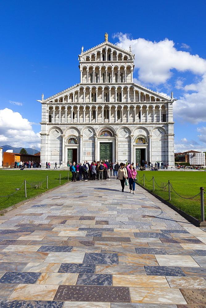 Facade of Duomo di Santa Maria Assunta, Piazza dei Miracoli, UNESCO World Heritage Site, Pisa, Tuscany, Italy, Europe