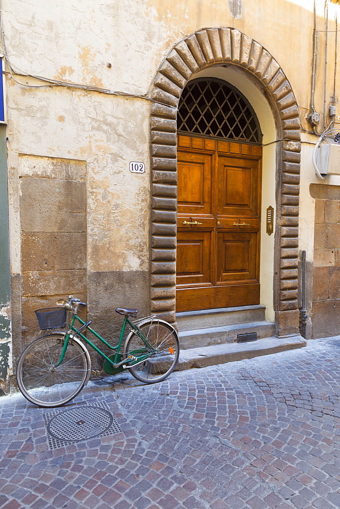 Bicycle parked outside front door, Lucca, Tuscany, Italy, Europe