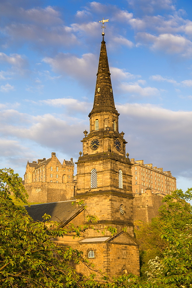 St Cuthbert parish church and Edinburgh Castle, World Heritage Site, Lothian, Scotland, United Kingdom, Europe.