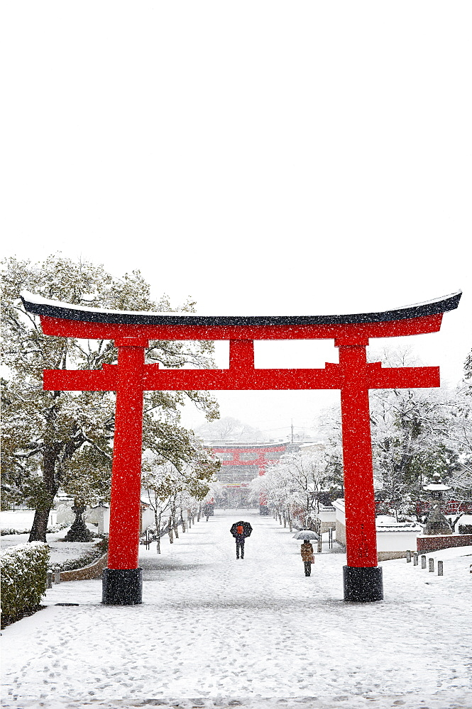 Entrance path to Fushimi Inari Shrine in winter, Kyoto, Japan, Asia