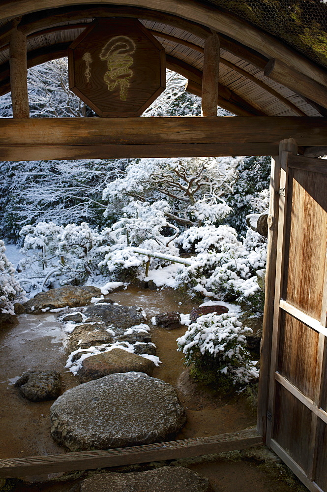 Gate on snowy Japanese garden, Okochi-sanso villa, Kyoto, Japan, Asia