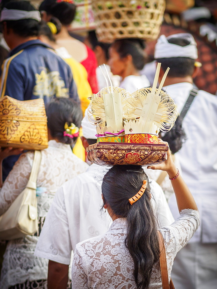 Women carrying offering to the temple on their heads, Pemuteran, Bali, Indonesia, Southeast Asia, Asia