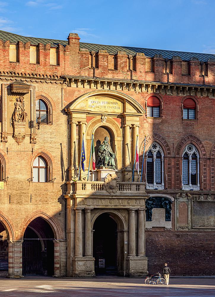 Palazzo d'Accursio, detailed view, Piazza Maggiore, Bologna, Emilia-Romagna, Italy, Europe