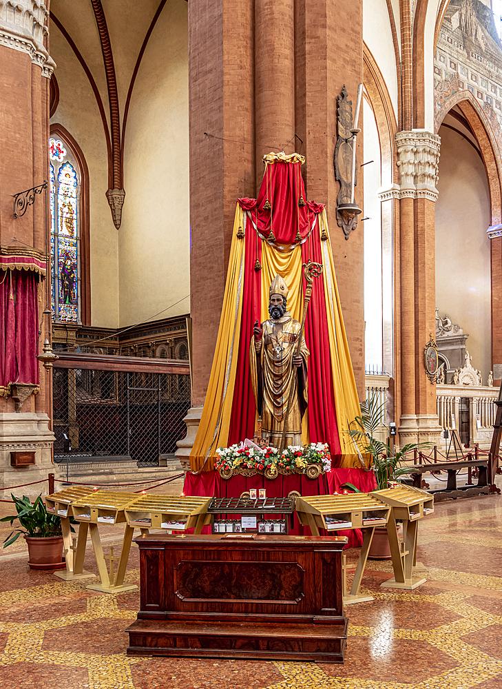 Basilica of San Petronio, interior, Piazza Maggiore, Bologna, Emilia-Romagna, Italy