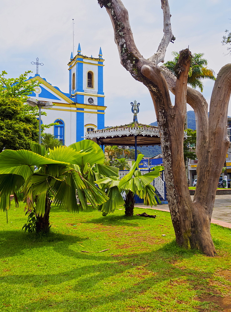 View of the Exaltacao da Santa Cruz Church, Ubatuba, State of Sao Paulo, Brazil, South America