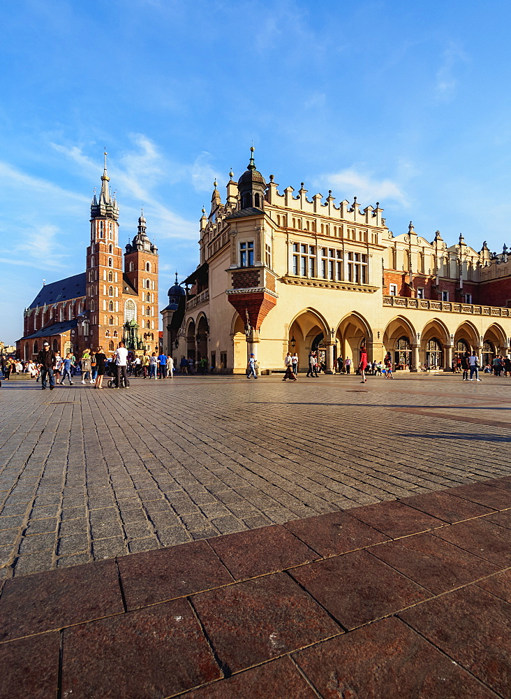 Poland, Lesser Poland Voivodeship, Cracow, Main Market Square, St. Mary Basilica and Cloth Hall
