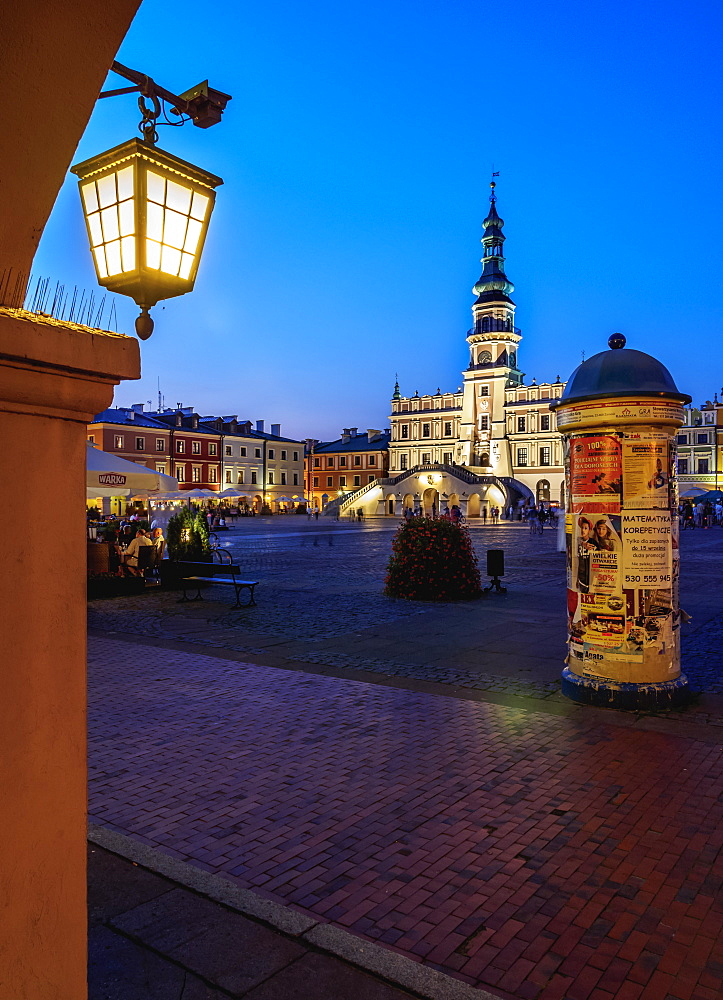 Market Square and City Hall at twilight, Old Town, UNESCO World Heritage Site, Zamosc, Lublin Voivodeship, Poland, Europe