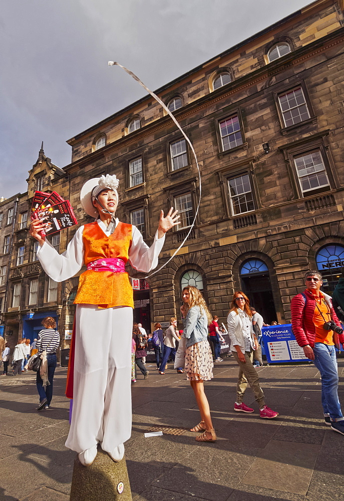 Fringe Festival on The Royal Mile, Old Town, Edinburgh, Lothian, Scotland, United Kingdom, Europe