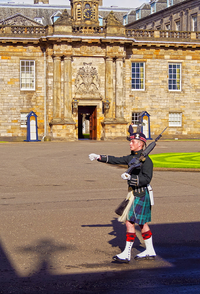 Guard of The Palace of Holyrood House, Edinburgh, Lothian, Scotland, United Kingdom, Europe