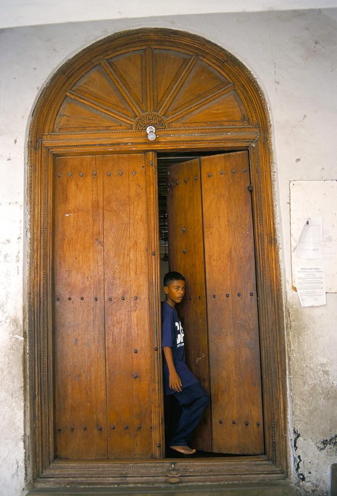 Arab style Lamu door, Old Town, Mombasa, Kenya, East Africa, Africa