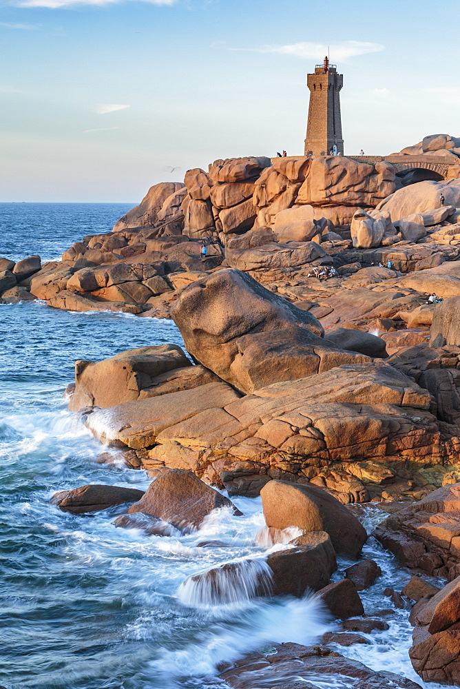 Ploumanach lighthouse, Perros-Guirec, Cotes-d'Armor, Brittany, France, Europe