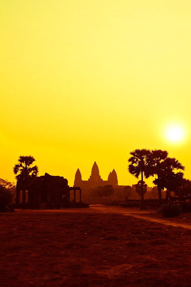 Sunrise over the temple of Angkor Wat, UNESCO World Heritage Site, Siem Reap, Cambodia, Indochina, Southeast Asia, Asia