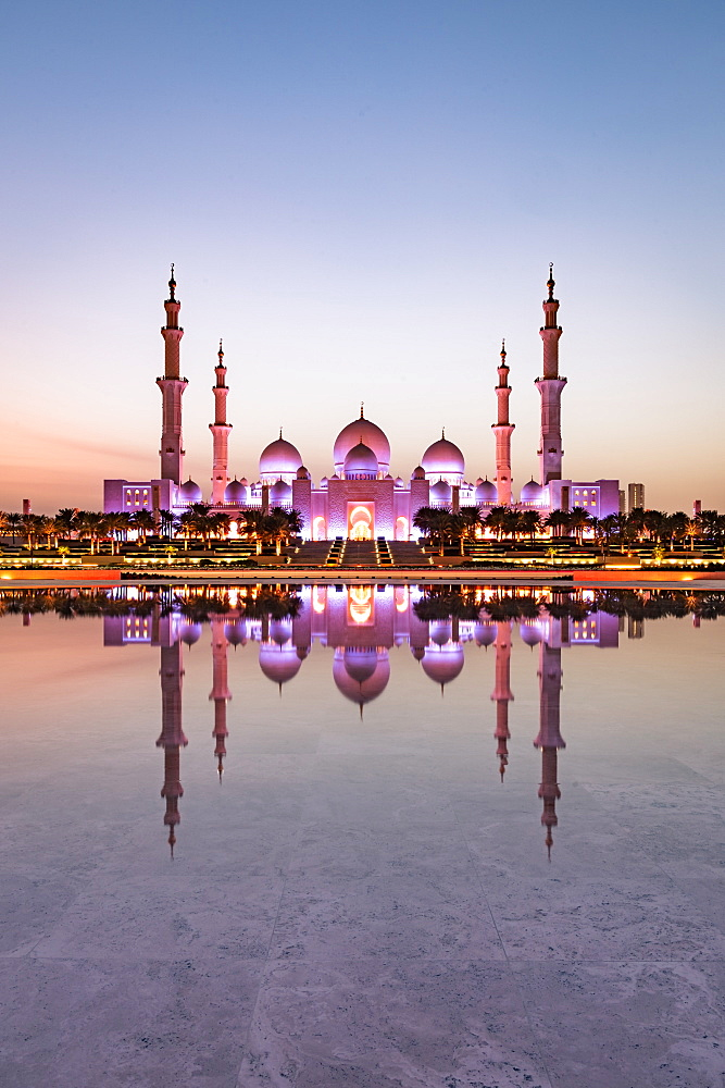Abu Dhabi's magnificent Grand Mosque viewed in a reflecting pool, Abu Dhabi, United Arab Emirates, Middle East