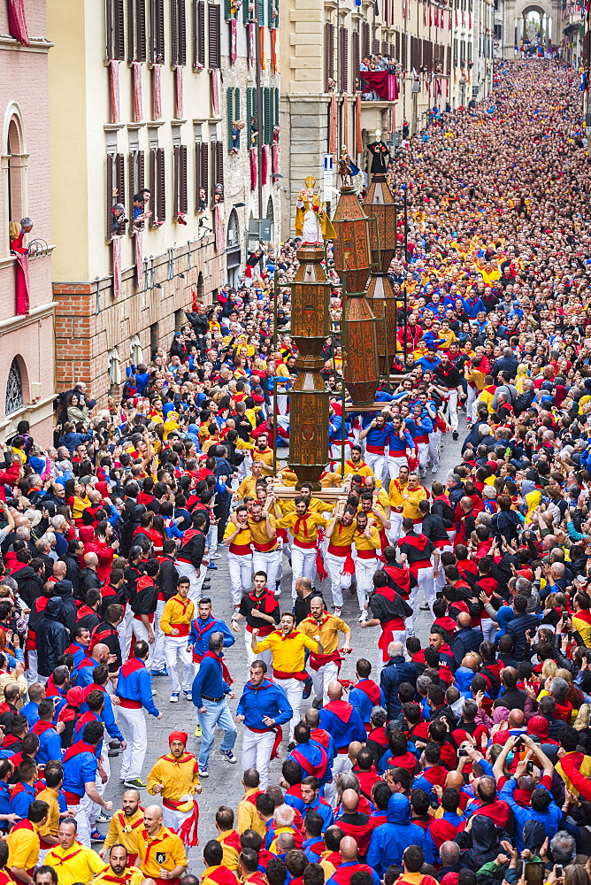 Ceri Festival, Race of Ceri in the town, Gubbio, Umbria, Italy, Europe