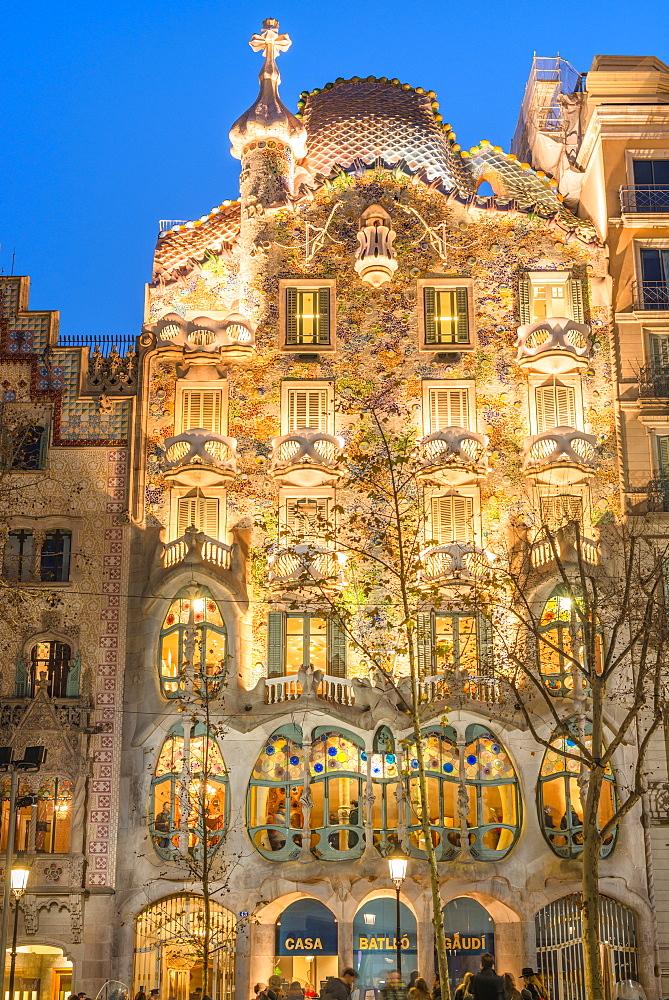 Casa Batllo, UNESCO World Heritage Site, modernist architecture by Antoni Gaudi on Paseo de Gracia Avenue, Barcelona, Catalonia, Spain, Europe
