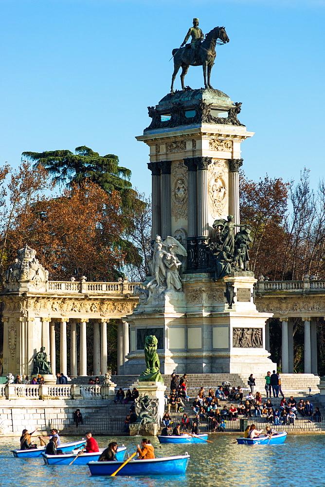 King Alfonso XII memorial, Estanque Lake, Retiro Park, Madrid, Spain, Europe