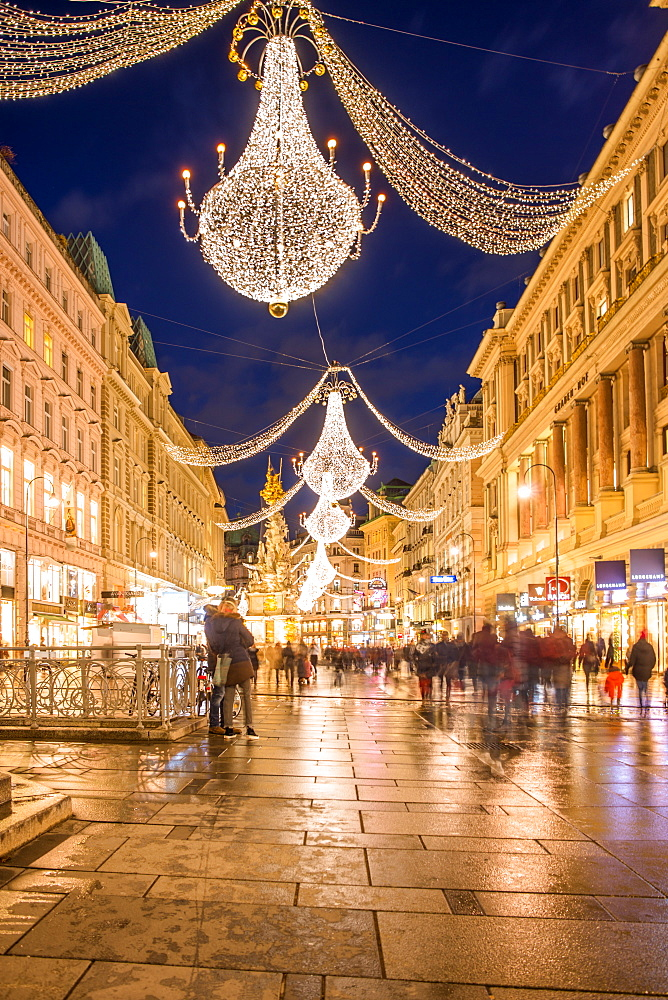 Christmas illuminations after dark on Vienna's city centre thoroughfare the Graben, Vienna, Austria, Europe