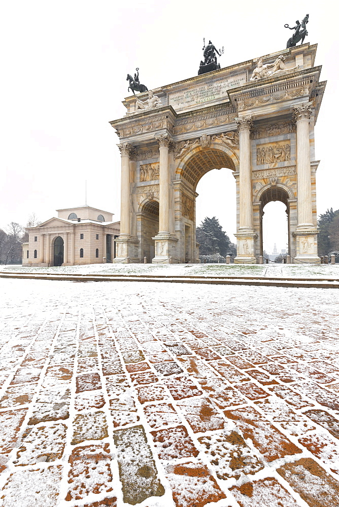 Arch of Peace after a snowfall, Milan, Lombardy, Northern Italy, Italy, Europe - 1269-83