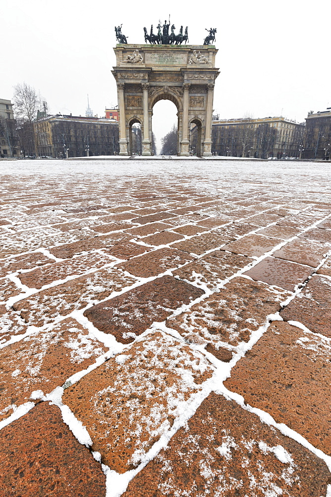 Arch of Peace after a snowfall, Milan, Lombardy, Northern Italy, Italy, Europe - 1269-87