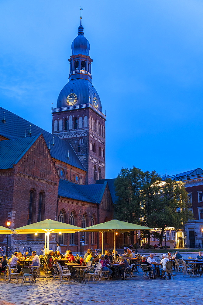 Riga 'Doms' Cathedral at dusk, Old Town, UNESCO World Heritage Site, Riga, Latvia, Europe