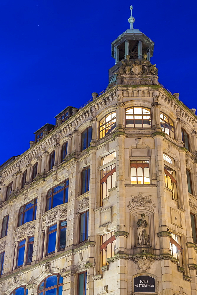 Alsterthor Kontorhaus in the city centre at dusk, Hamburg, Germany, Europe