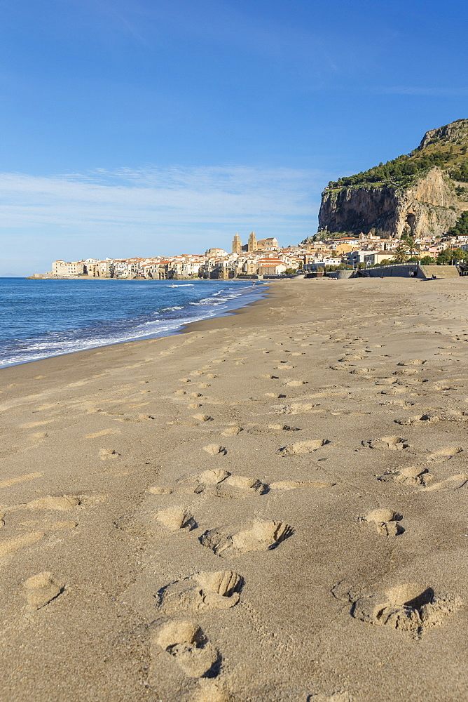 The cathedral and the old town seen from the beach, Cefalu, Sicily, Italy, Europe - 1283-714