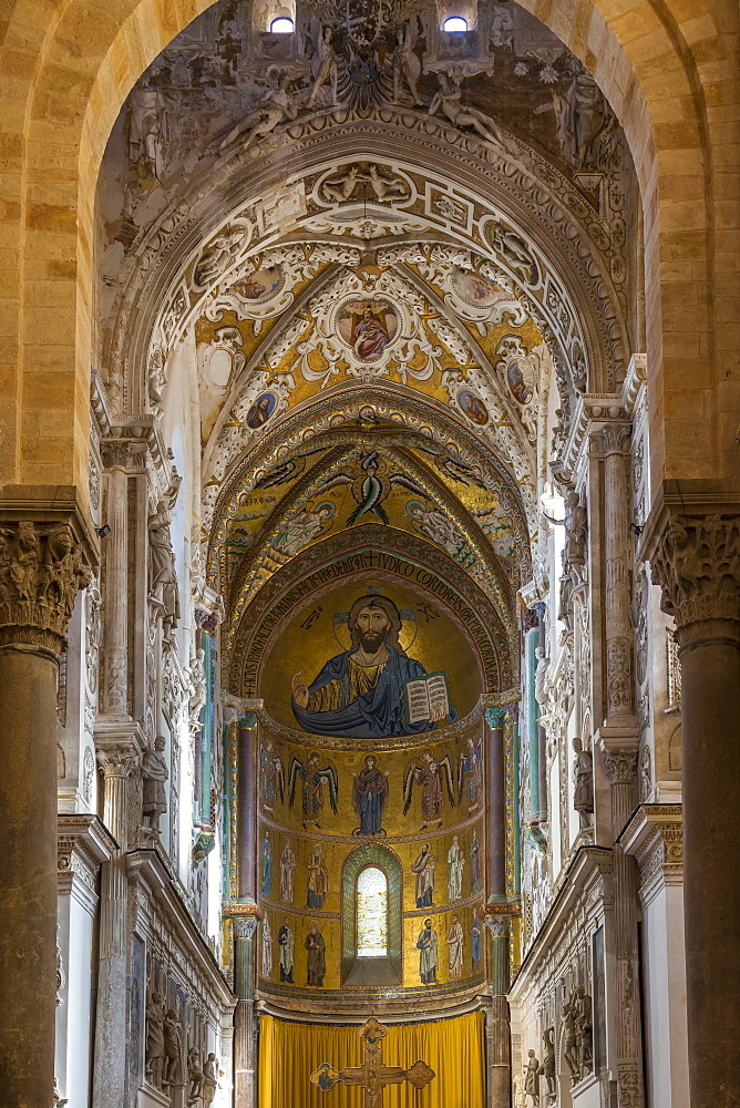 Interior of the cathedral of Cefalu, Sicily, Italy, Europe - 1283-786