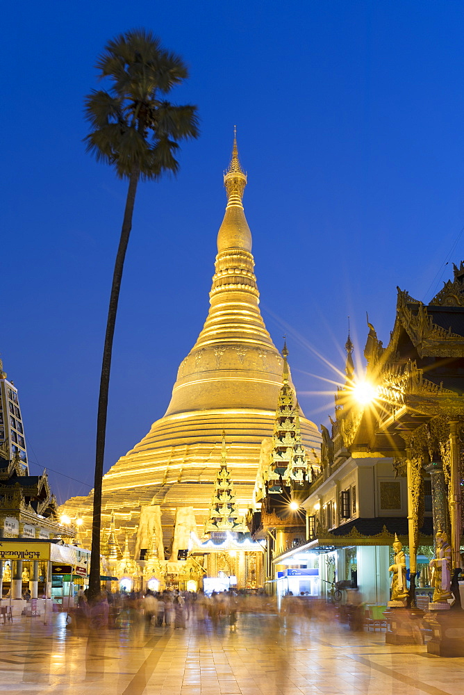 Sunset at Shwedagon Pagoda in Yangon (Rangoon), Myanmar (Burma), Asia