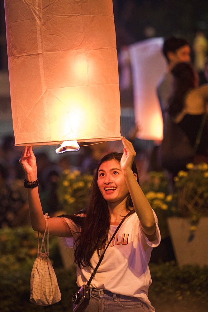 Releasing lanterns, Yee Peng and Loy Krathong Festival, Chiang Mai, Thailand, Southeast Asia, Asia - 1286-68