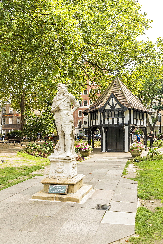 A lodge in Soho Square, in London, England, United Kingdom, Europe. - 1297-208