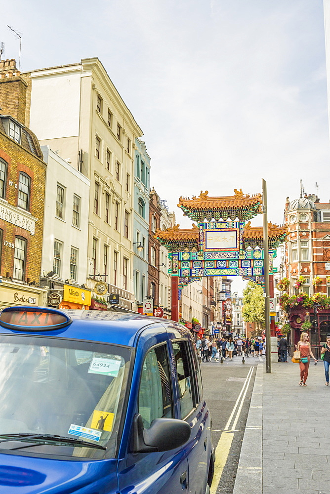A view of the gate leading to Chinatown in Soho, London, England, United Kingdom, Europe. - 1297-212