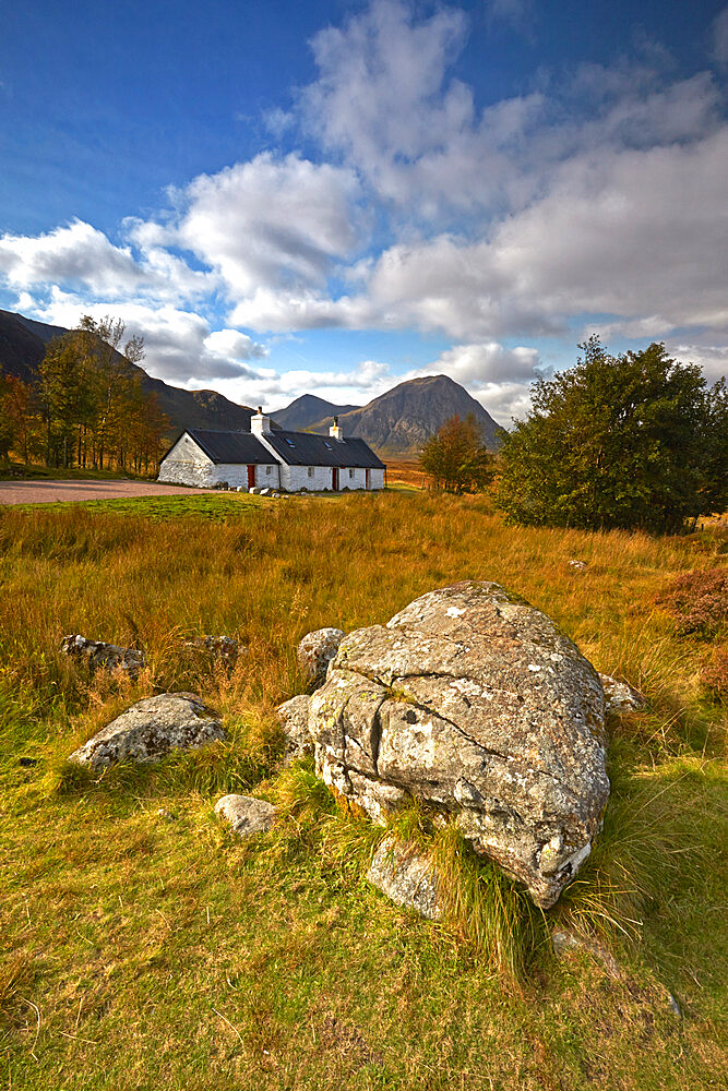 Black Rock Cottage and Buchaille Etive Mor on Rannoch Moor, Argyll and Bute, Scotland, United Kingdom, Europe