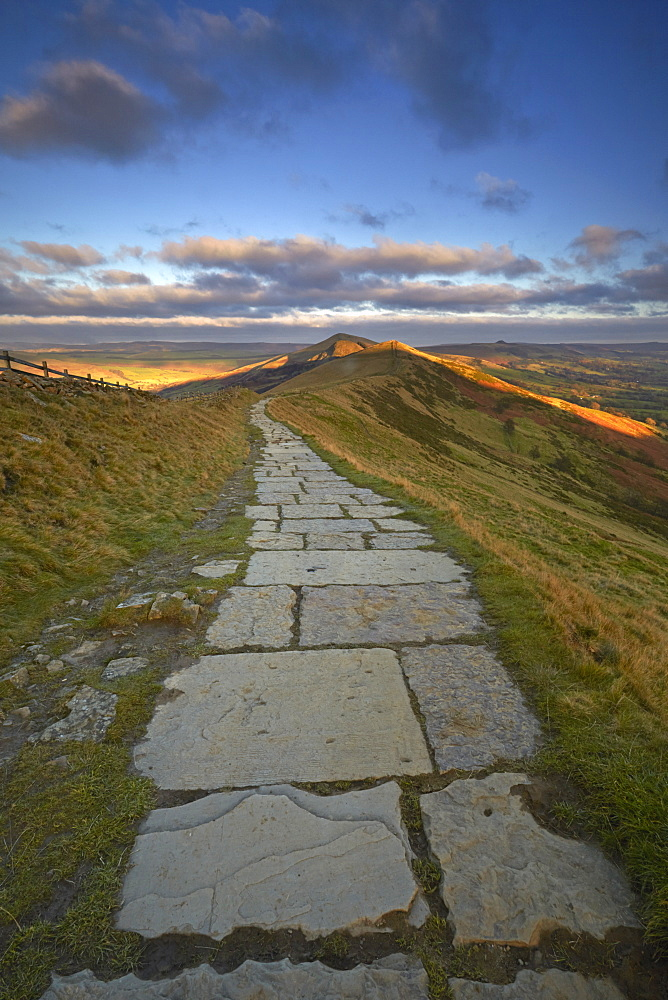 View along the Great Ridge path looking towards Lose Hill, Peak District National Park, Derbyshire, England, United Kingdom, Europe