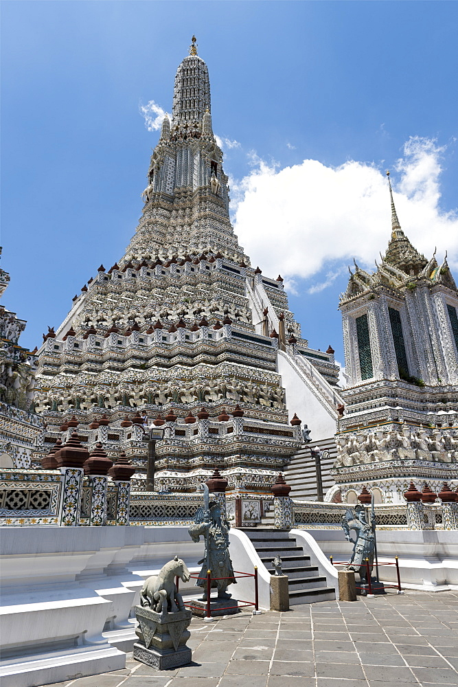 Wat Arun (The Temple of Dawn), Bangkok, Thailand, Southeast Asia, Asia