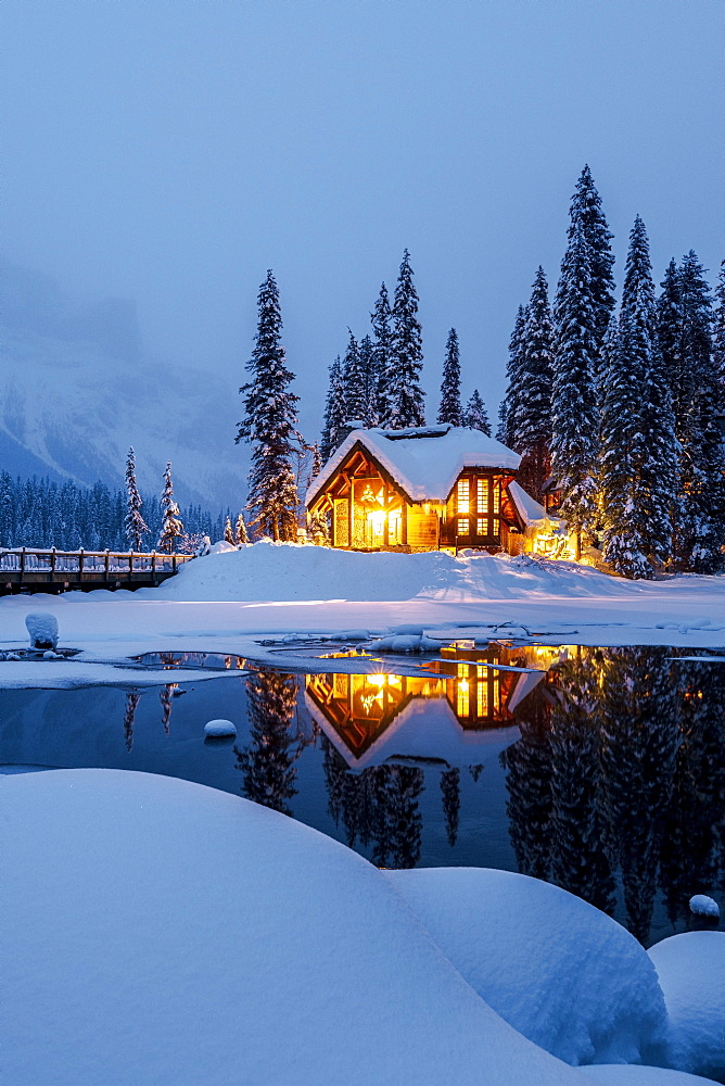 Cilantro on the Lake lodge, Emerald Lake in winter, Emerald Lake, Yoho National Park, UNESCO World Heritage Site, British Columbia, Canada, North America