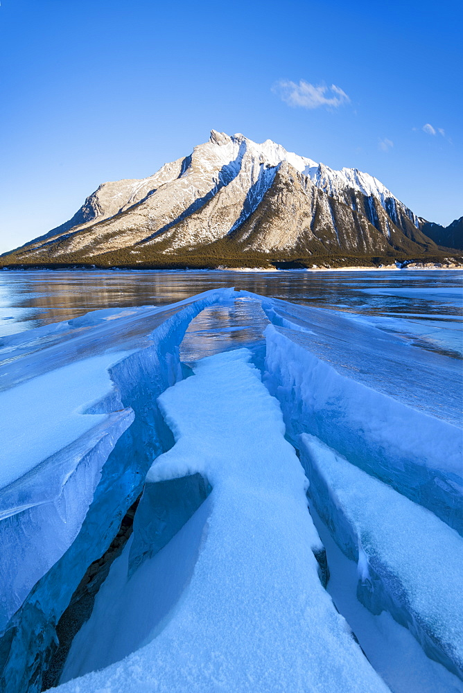 Winter scene at Lake Abraham, Kootenay Plains, Alberta, Canadian Rockies, Canada, North America