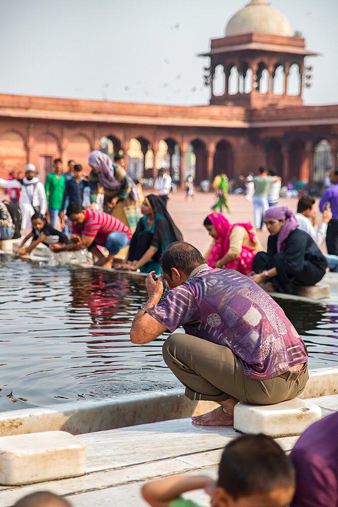 Ablutions, Jama Masjid Mosque, New Delhi, India, Asia - 1341-25