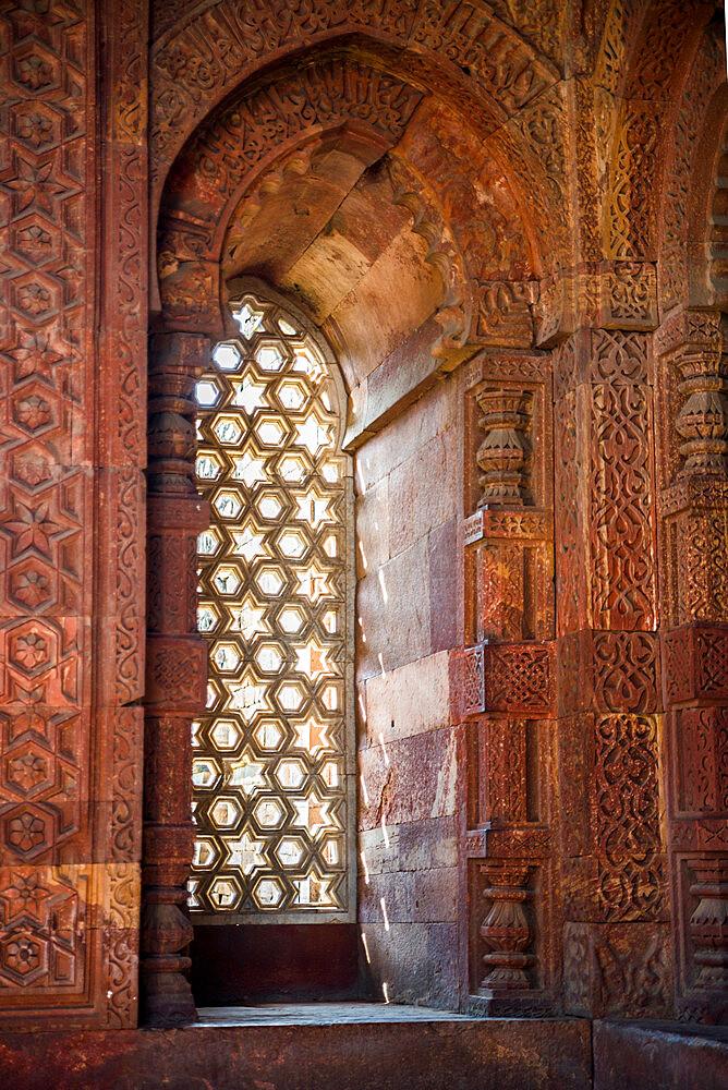 Qutub Minar, UNESCO World Heritage Site, New Delhi, India, Asia - 1341-35