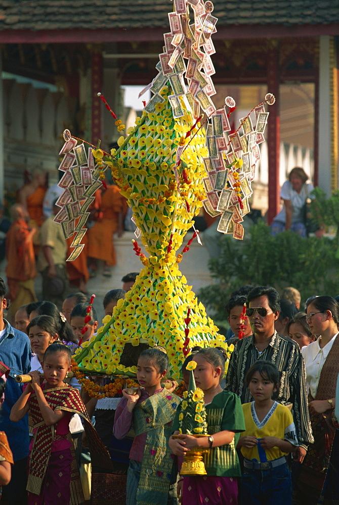 Religious rites at Pha That Luang, Vientiane, Laos, Indochina, Southeast Asia, Asia - 142-5177