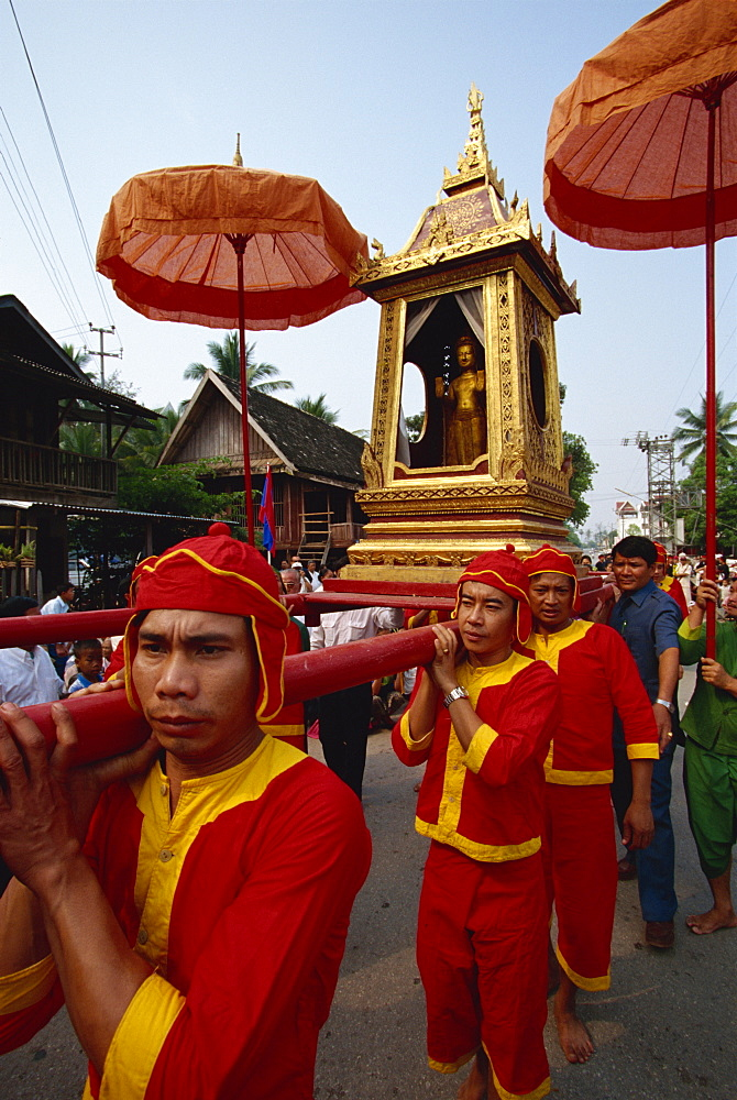 Phra Bang Buddha image in procession, Luang Prabang, Laos, Indochina, Southeast Asia, Asia - 142-5206